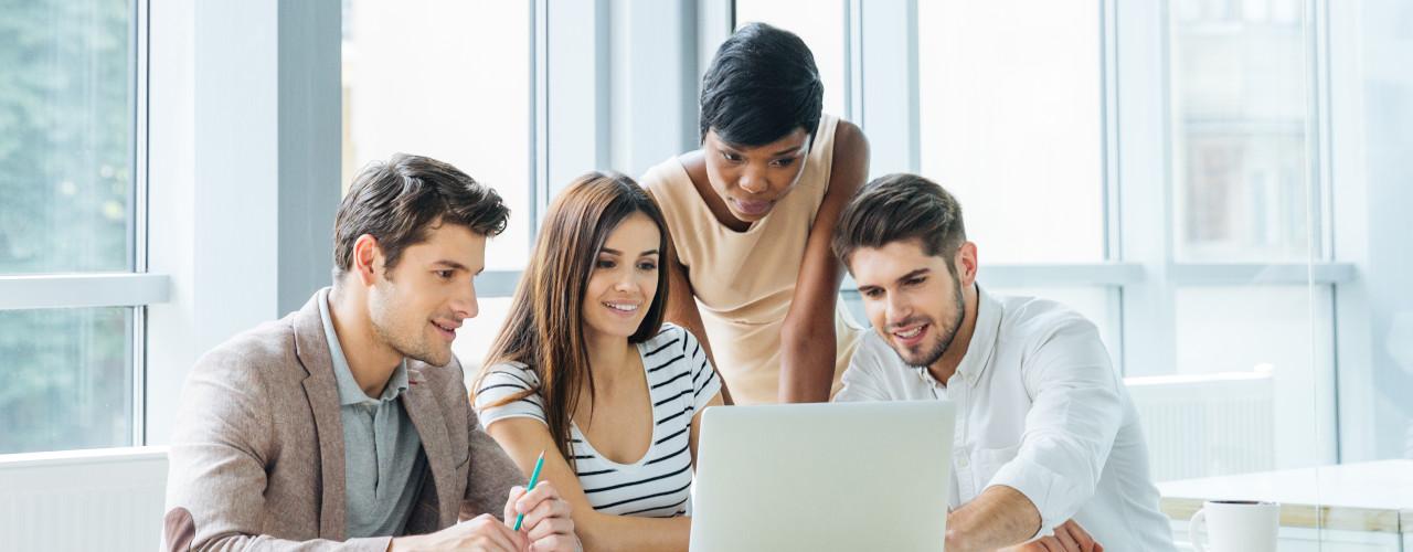 Agencia Digital em brainstorm sobre webdesign, branding, comunicação e marketing digital